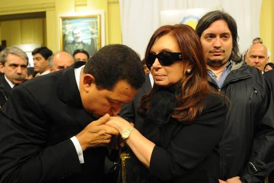 Hugo Chávez saluda a la Presidenta de La Nación. Foto: Presidencia de La Nación