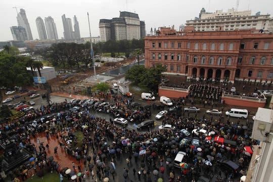Vista de la Plaza de Mayo durante el traslado de los restos de Néstor Kirchner. Foto: Reuters
