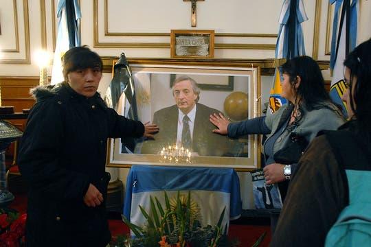 En Río Gallegos están finalizando los operativos para la llegada del cuerpo de Néstor Kirchner, numerosas muestras de afecto se ven en toda la ciudad. Foto: LA NACION / Maxie Amena / Enviado especial