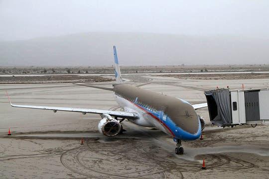 El aeropuerto de Bariloche permanece cerrado desde que el volcán hizo erupción. Foto: Reuters