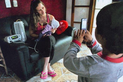 Luz Milagros ya está en su casa de Chaco junto a su familia. Foto: Gentileza revista Gente - Fabián Uset