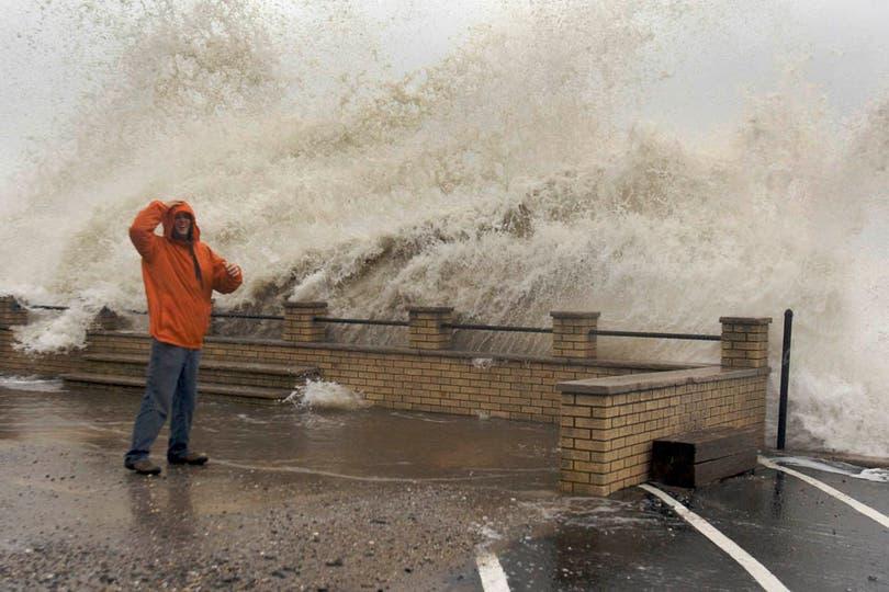 Ya hay cientos de miles de evacuados y no funcionan los transportes públicos; entre 50 y 60 millones de personas de la costa este de EE.UU. podrían verse afectadas. Foto: Reuters
