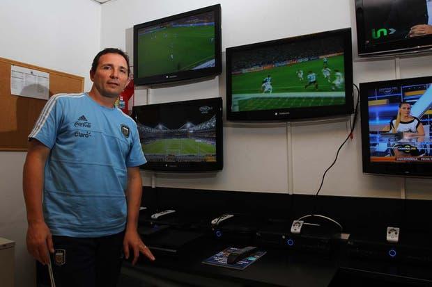 Eduardo Giménez describe que trabajar con la selección no tiene precio