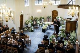 La familia real asistió al funeral del príncipe Friso