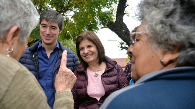 La ministra de Seguridad de la Nación, Patricia Bullrich, y el secretario de Asuntos Políticos, Adrián Pérez, recorrieron hoy el municipio de Hurlingham