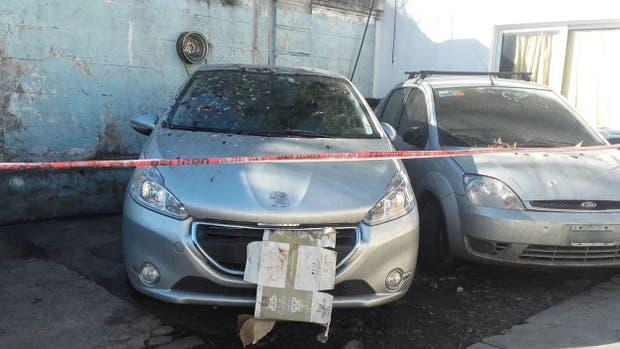 Le habían robado el auto, cuando lo recuperó encontró un cadáver en el baúl