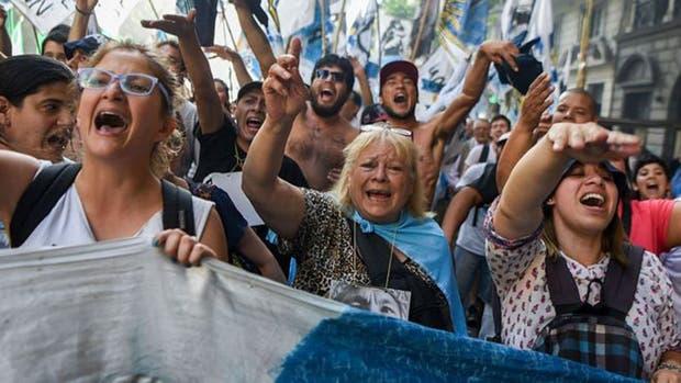 La protesta es una institución argentina. Va de la mano del fútbol y el choripán.