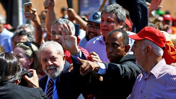 Lula, ayer, al llegar al interrogatorio con Moro, en Curitiba