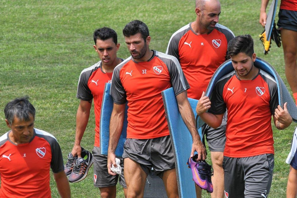 Con un ojo en la Recopa, Independiente no logró doblegar a Temperley