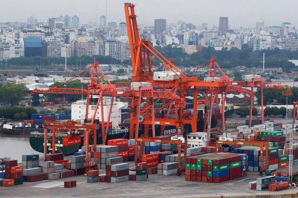 La balanza comercial acumuló en enero 13 meses con saldo negativo