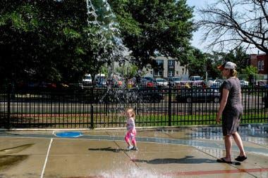 Juegos de agua en el vecindario de Shaw, en Washington DC