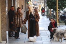 El glamour, una escena cotidiana de la avenida más exclusiva de Buenos Aires