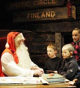 La oficina de Papá Noel, al otro lado del Círculo Polar Artico, donde todos los años recibe mails de niños