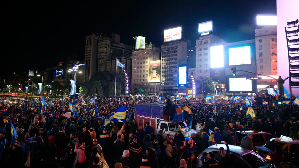 Una vista de la 9 de julio repleta de fanáticos de Boca. Foto: LA NACION / Rodrigo Néspolo