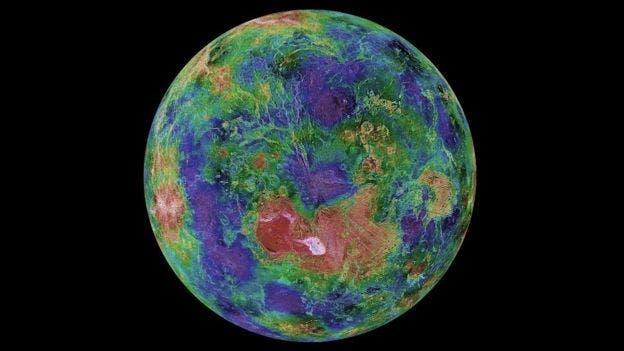 Venus es un poco más pequeño que la Tierra, pero allí las temperaturas son tan calientes que pueden derretir el plomo