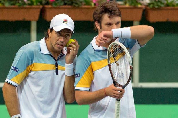 Carlos Berlocq y Horacio Zeballos poco pudieron hacer ante los checos Tomas Berdych y Radek Stepanek.  Foto:AP
