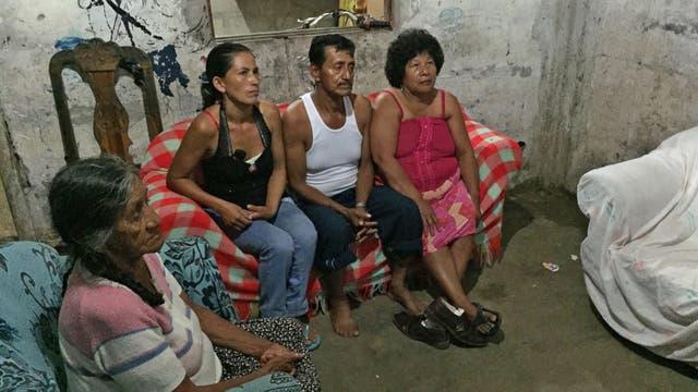 Aurelio y otros familiares conversan con LN sobre la realidad que les toca vivir