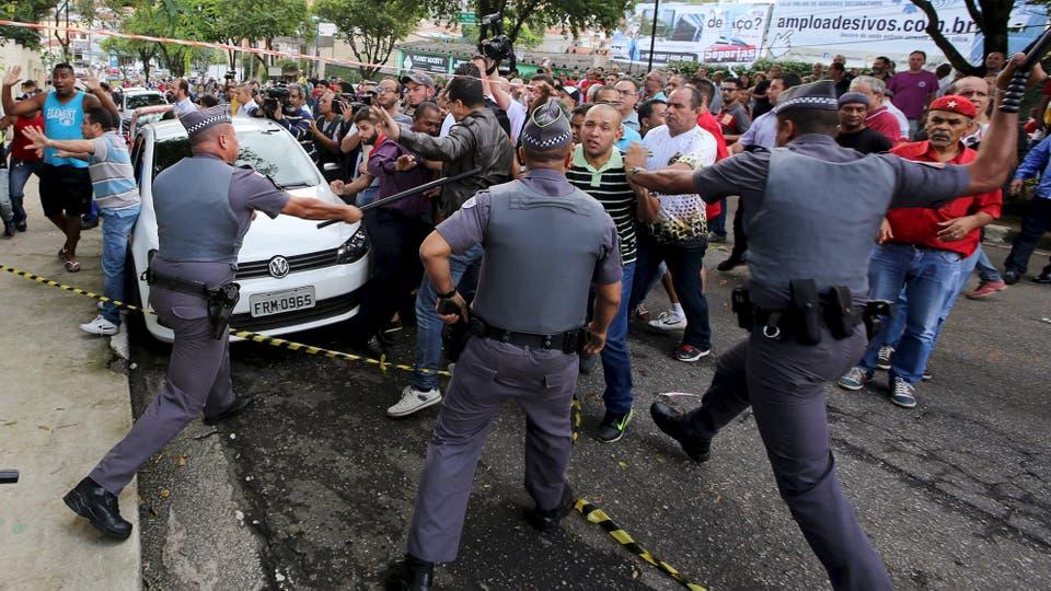 Incidentes con militantes en el aeropuerto donde está Lula da Silva. Foto: Reuters