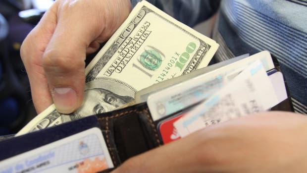 Mientras los argentinos se iban al dólar, los extranjeros redoblaban su apuesta al peso