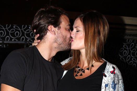 Paula Chaves y Pedro Alfonso, más enamorados que nunca en la rueda de prensa de Viaje de locura. Foto: Virtual Press