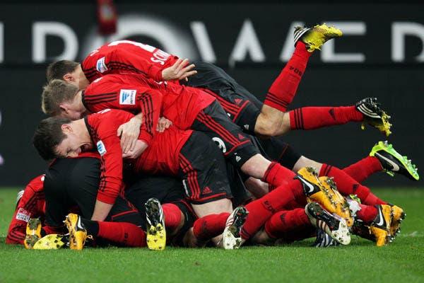 Hay uno que está más feliz por el festejo que por el gol..  /Fotos de Reuters, AFP, AP y EFE
