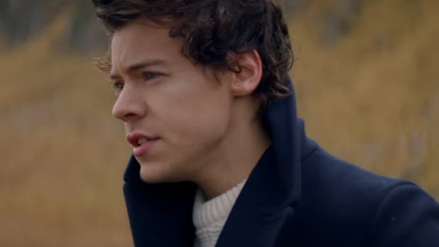Harry Styles emprende el vuelo en video de 'Sign Of The Times'