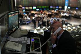 Las acciones de YPF caen en la bolsa de valores de Buenos Aires y en Wall Street