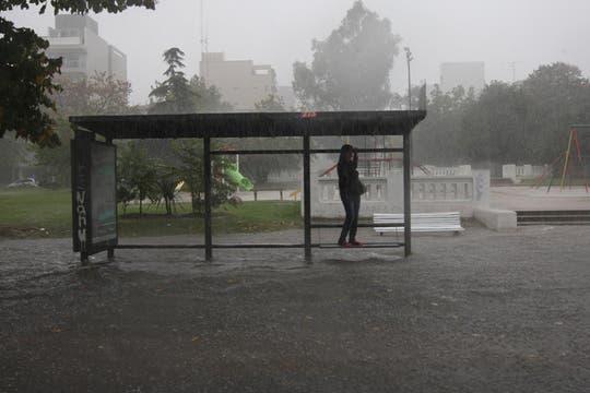 Más de 155 milímetros de agua acumulados en menos de 7 horas afectaron varias zonas de la Capital Federal y el conurbano. Foto: LA NACION / Santiago Hafford
