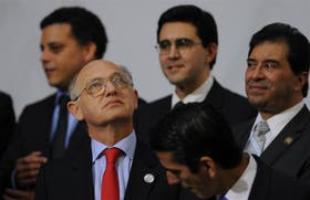 Timerman, ayer, en Cádiz, donde recibió la convocatoria del tribunal internacional a la audiencia