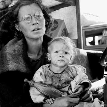 Septiembre de 1939. Madre e hijo llegan a un centro de acogida. Foto: Dorothea Lange