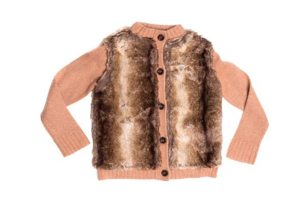 Saco de lana y piel (Little Akiabara, $473).