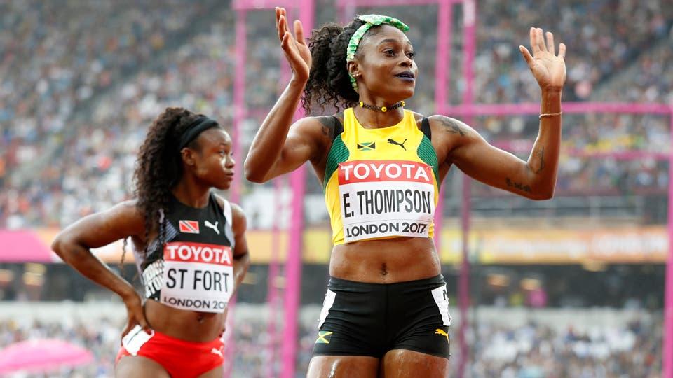 La jamaiquina Elaine Thompson saluda a los espectadores tras terminar las series de los 100 metros lisos. Foto: Reuters