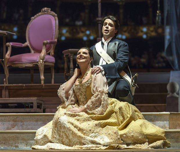 Virginia Tola marcó la diferencia en una ópera trillada