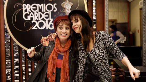 Hilda Lizarazu y Fabi Cantilo, divertidas ayer en el anuncio de los nominados a los premios Gardel