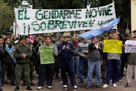 Un grupo de gendarmes protestan en una de las recientes manifestaciones por los recortes salariales