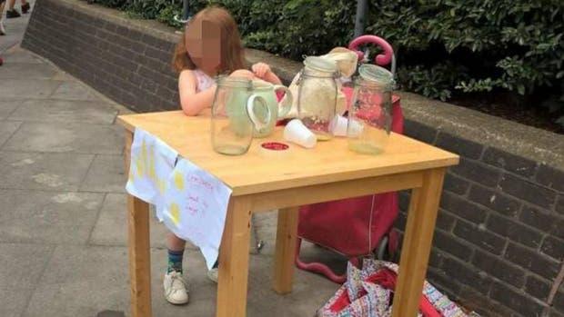 La chica de cinco años que fue multada por vender limonada