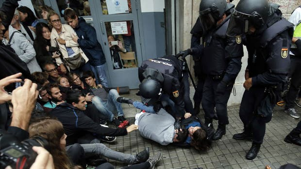 Resultado de imagen para referendum cataluña incidentes 2017