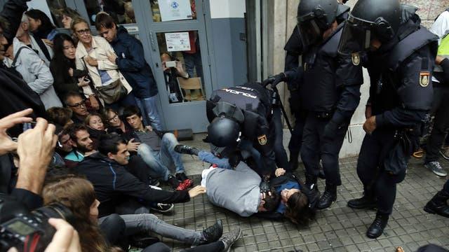 La Justicia de España suspende la sesión clave para la independencia en el Parlamento de Cataluña