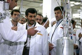 El presidente de Irán, Mahmoud Ahmadinejad, en una visita a la planta nuclear Natanz, en una imagen de archivo