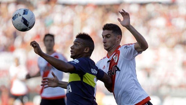 Fabra y Alario, protagonistas del último superclásico en el Monumental, que ganó Boca 4-2