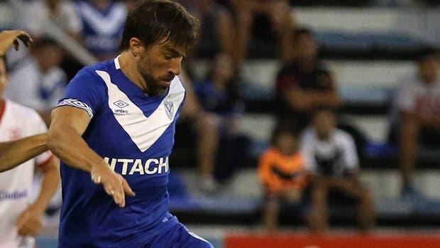 Un hincha de Belgrano apretó al plantel ante de jugar contra Vélez