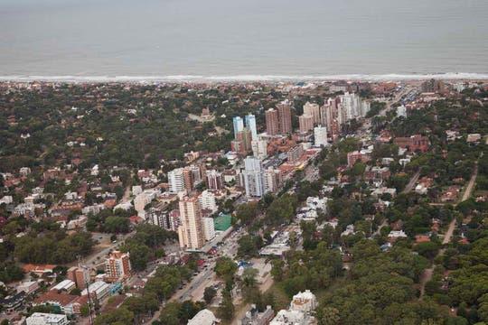 Pinamar y Villa Gesell, desde una vista privilegiada. Foto: LA NACION / Sebastián Rodeiro