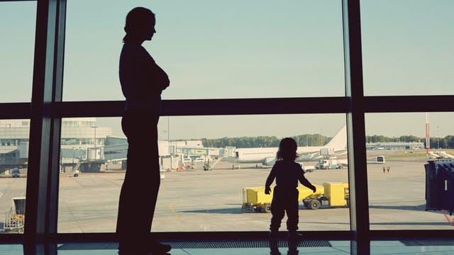 Viajar con niños en vuelos de larga duración puede ser un gran desafío