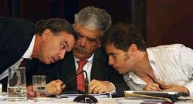 Pichetto, De Vido y Kicillof, ayer, durante la tensa reunión en el Senado, en la que se debatió la expropiación de acciones de YPF