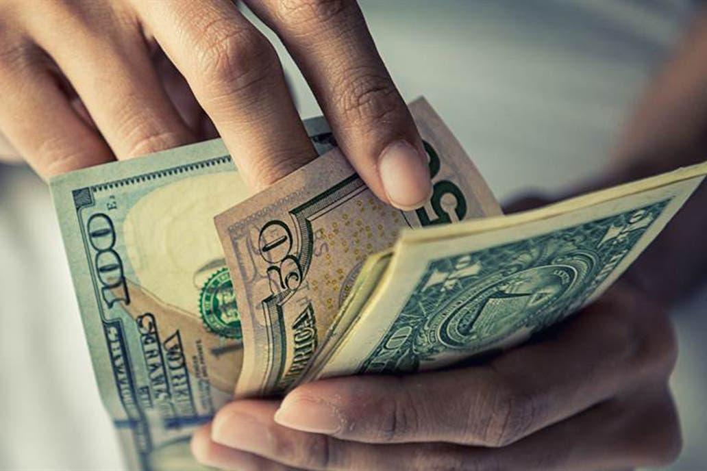 ¿Quiénes son los que más compran dólares en el país?