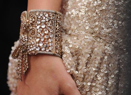 El accesorio de Miley Cyrus, en detalle. Foto: AFP