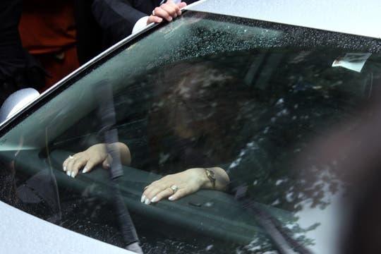 La Presidenta de la Nación, visiblemente agotada, durante el traslado de los restos de su esposo. Foto: LA NACION / Martin Turnes