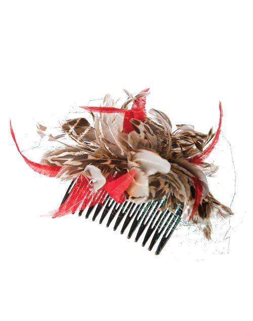 Peineta con plumas (Almacén de belleza, $500).