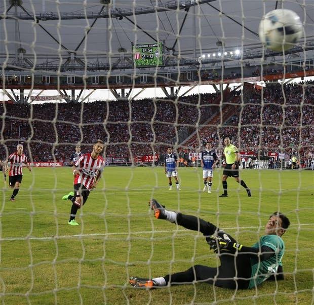 El mejor corolario para la actuación de Fernández: picó la pelota en el penal