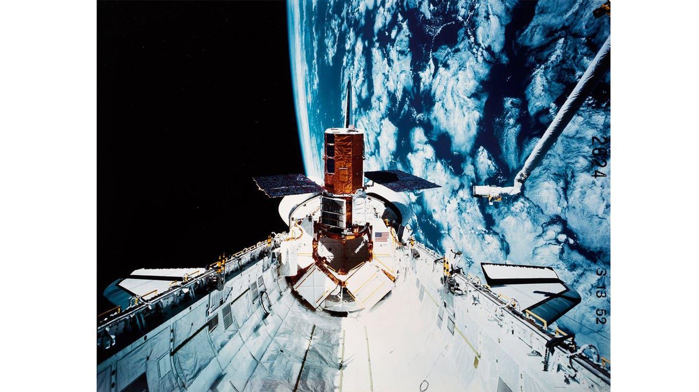Canadarm (Servicio Remoto del sistema manipulador) operando. Foto: NASA